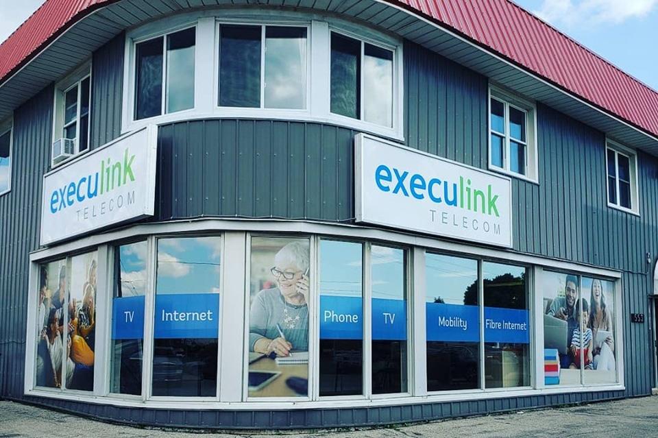 Execulink Telecom Delhi Store